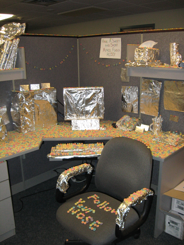 The completed cubicle in all its tin foil and cereal glory.