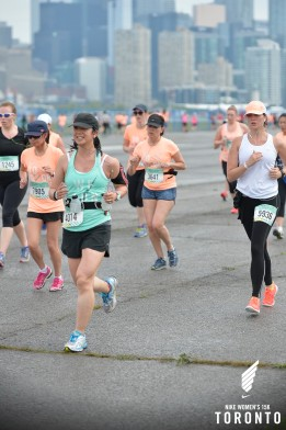 Mei running on the tarmac at the NIke Women's 15k.